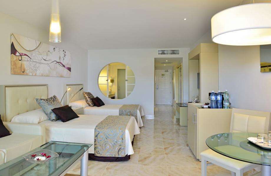 Family Concierge Junor Suite
